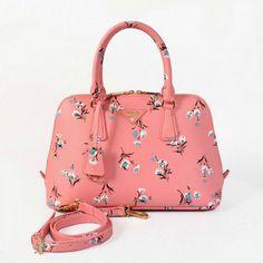 8c9b2922fb5 Prada borse Saffiano Bouquet Printed Bag BL0837 in rosa outlet Prada  Sunglasses, Sunglasses Outlet,