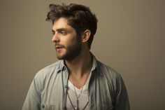 Thomas Rhett's 'Die A Happy Man' Tops Charts for Fourth Week