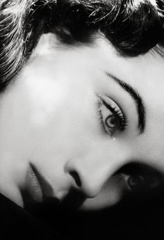 Vivien Leigh. The 1930s Vivien looks even more like a doll!