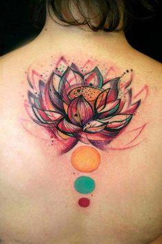 coole Tattoo Ideen für Rücken und Schulter, farbige Tätowierung für Frauen, Lotus