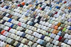 Isn't this the most beautiful thing u have ever seen? Muslims, side by side, praying, in Prostration. Remembering Allah.