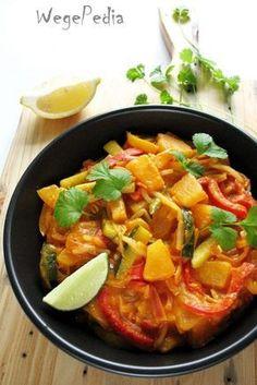 Tajskie CURRY warzywne z ananasem i cukinią – przepis fit