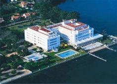 Escapada a los balnearios de La Isla de La Toja. Gran Hotel La Toja, Hotel S, Grand Hotel, Spain, Mansions, House Styles, Image, Home, Holidays