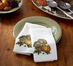 Spruce up your Thanksgiving table with these festive printed napkins!