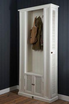 Garderobekast van riviera maison. Mooi voor in de hal.
