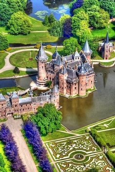 Kasteel de Haar is the largest castle of Holland and is located just outside Utrecht and a half an hour drive from Amsterdam. De Haar has everything you expect from a castle; towers, turrets, moats, gates and suspension bridges. Places Around The World, Travel Around The World, Around The Worlds, Beautiful Castles, Beautiful Buildings, Beautiful Gardens, Utrecht, Wonderful Places, Beautiful Places