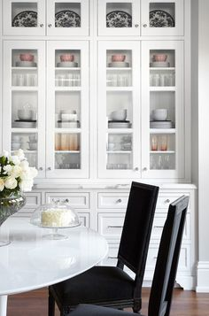 9 Victorious ideas: Dining Furniture Design Home outdoor dining furniture breakfast nooks.Dining Furniture Design Home dining furniture ideas white chairs. Luxury Interior Design, Home Interior, Kitchen Interior, Interior Ideas, Black Kitchens, Home Kitchens, Kitchen Cabinetry, Glass Cabinets, China Cabinets