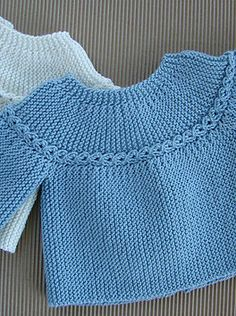 Free knitting pattern for premature baby sweater pullover . Only 2 seams to sew down the arms . 2 brassières prémas (rangs raccourcis) - J Knitting Patterns Boys, Baby Sweater Patterns, Knitting For Kids, Baby Patterns, Free Knitting, Crochet Baby Jacket, Knitted Baby Cardigan, Knitted Baby Clothes, Knit Vest