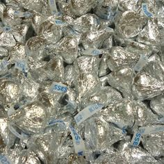Hersheys Kisses Hersey Kisses, Hershey Kisses Chocolate, I Love Chocolate, Chocolate Lovers, Chocolate Desserts, Wedding Chocolates, Candy Board, Penny Candy, Vintage Candy