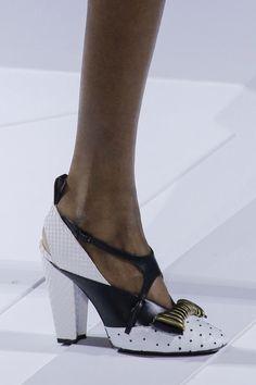 Louis Vuitton Fall 2018 Ready-to-Wear Fashion Show Details Sacchetto Per  Scarpe c9478ce41e3