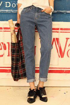 Today's Hot Pick :基本款牛仔裤 http://fashionstylep.com/SFSELFAA0023166/insang1cn/out 来与时间签署一份美丽的契约吧!本款基础款的牛仔裤,略显宽松的裤身,简约的版面,彰显出一份自然的恬淡,给心情最自由的放松! ✪D
