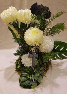 Funeral, Floral Wreath, Wreaths, Table Decorations, Fruit, Diy, Home Decor, Floral Arrangements, Flower Arrangements