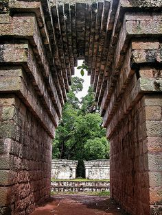 UNESCO World Heritage Site - Mayan ruins of Copan in Honduras. example of Corbelled arches found in Ancient Greece: Mycenaea Tegucigalpa, Tikal, San Salvador, Mayan Ruins, Ancient Ruins, Ancient Greece, Santa Lucia, Machu Picchu, Belize