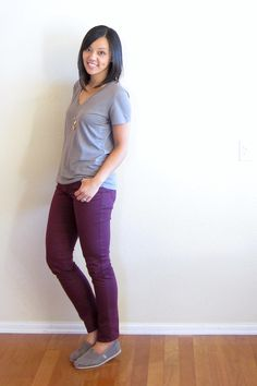 Maroon Pants, Maroon Shirts, Purple Pants, Diva Fashion, Work Fashion, Putting Me Together, Relaxed Outfit, Weekend Outfit, Colored Denim