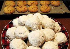 ΚΟΥΡΑΜΠΙΕΔΕΣ ΑΦΡΑΤΟΙ ΜΕ ΕΝΑ...ΜΥΣΤΙΚΟ!!! Ένας σωστός κι αφράτος κουραμπιές χρειάζεται μόνο 3 βασικά υλικά.Βούτυρο.αλεύρι και λίγη ζάχαρη...Η πολλή ζάχαρη σφιγγει τους κουραμπιέδες.Το οποιοδήποτε υγρό που βρίσκεται στα (αυγά,κονιάκ,μαργαρίνες που περιέχουν νερό) σκληραίνουν τους κουραμπιέδες με αποτέλεσμα Greek Desserts, Pastry Art, Baking And Pastry, Cake Cookies, Holiday Recipes, Food Processor Recipes, Muffin, Sweet Home, Sweets