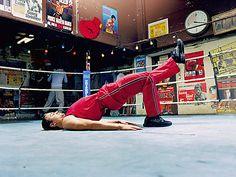 Der Beckenlift -für den unteren Rücken, Po und die Beine 1 Rückenlage: Beine anwinkeln. Achten Sie darauf, dass die Unterschenkel nahezu senkrecht zum Boden stehen. 2 Drücken Sie das Becken weit nach oben. Der Körper muss gerade sein wie ein Brett. 3 Ziehen Sie den linken Fuß nach oben, und halten Sie das Bein gestreckt. Position 30 Sekunden halten. Wichtig: Atmen Sie normal weiter. Wiederholen Sie die Übung nach 30 bis 60 Sekunden Pause, und strecken Sie dabei das andere Bein ab.