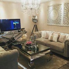 Med et bilde fra dyktige @sherife1 Ønsker vi dere alle en god natt  #viennasalongbord fra @classicliving #classicliving #møbler #stue #salongbord #steel #glammøbler #glam #classyhome #interior #furniture #home #design #interior125 #interior444 #interiør123 #interior4all #hem_inspiration #husoghjem