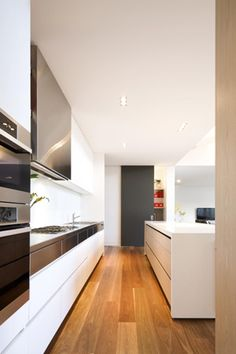 Clean kitchen lines for storage without losing warmth