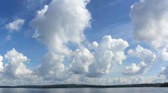 Pilviä Päijänteellä.