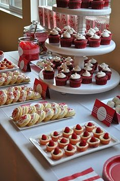 Red velvet cupcake recipe along with images of a red and white dessert table. Dessert Party, Snacks Für Party, Pink Dessert Tables, Tapas Party, Party Sweets, Wedding Desserts, Mini Desserts, Christmas Desserts, Christmas Sweet Table