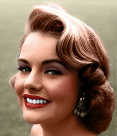 Vintage Wedding Hair hair and makeup inspiration from Myrna Hansen, Miss USA 1953 A total classic beauty :) I miss it. 1950s Hair And Makeup, Vintage Makeup, Hair Makeup, Vintage Beauty, 1950s Makeup, 1950s Hair Updo, Retro Makeup, Fifties Hair, Gold Makeup
