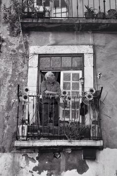 The Mazette: window portrait- Alfama. Lisboa