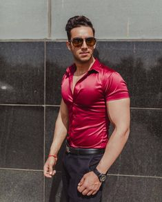 Mode Masculine, Tight Suit, Outfits Hombre, Hunks Men, Satin Shirt, Muscular Men, Mens Fitness, Pretty Boys, Casual Outfits
