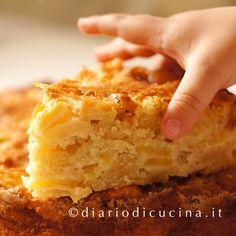 Ricetta della torta di mele di mamma. Un impasto da lavorare con la punta delle dita (senza robot) per una torta di mele umida e morbida.