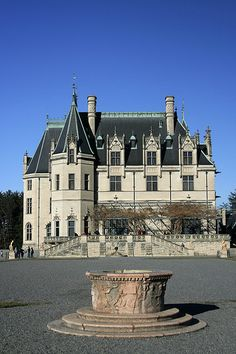 Biltmore House is a French Renaissance inspired chateau near Asheville, North Carolina, built by George Washington Vanderbilt between 1888 and 1895. <3