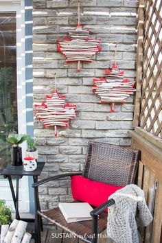 This DIY maple leaf and driftwood wall art is a festive and unique Canada Day crafts ideas and decor that you'll be proud to display year-round! Diy Craft Projects, Decor Crafts, Fun Crafts, Craft Ideas, Craft Box, Diy Ideas, Driftwood Wall Art, Driftwood Crafts, Canada Day Crafts