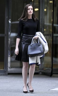 Image from http://www.hawtcelebs.com/wp-content/uploads/2014/09/anne-hathaway-on-the-set-of-the-intern-in-new-york-1909_14.jpg.