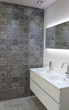 Betonlook mit Ornamenten #Betonlook #Badezimmer #Beton #Fliesen #Feinsteinzeug…
