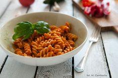 sos warzywny z papryka, cukinia i pomidorami