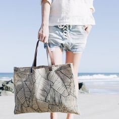 Introducing our essential Palm Jute! With leather handles and a sand free design, the Palm Jute is ideal for your next market haul or day spent by the sea. Shop yours now at thebeachpeople.com.au/shop/palm-jute-bag/