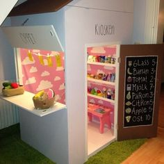 Mädchenzimmer – In die schöne Mädchenwelt eintauchen… A playful and bright kids playhouse for indoors. This little shop stand will have all the your little ones friends jealous. Kids Indoor Playhouse, Build A Playhouse, Kids Cafe, Diy Vintage, Play Shop, Diy Bed Frame, Toy Rooms, Easy Diy Crafts, Kid Spaces