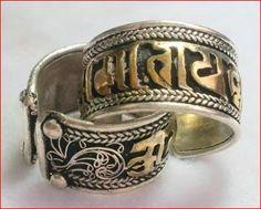 Bague Tibétaine Om Mani Padme Hum vintage et Fleur de soie