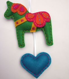 Lova Revolutionary : Blog: Eco Felt Dala Horse Wall Hangings!