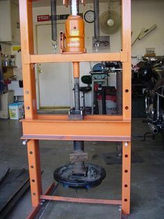 Beauty Things / самодельный гидропресс Welding Workshop, Welding Tools, Garage Workshop, Garage Tools, Garage Shop, Diy Garage, Garage Organisation, Workshop Organization, Metal Projects