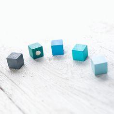 Magnet Holzwürfel in  Blautönen von haftbar, magnete und mehr auf DaWanda.com
