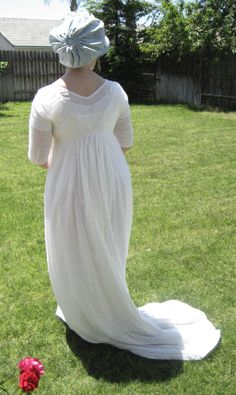 http://www.historicalsewing.com/wp-content/uploads/Jen-1800-White-Regency-back.jpg you can nicely see (upper back) all those sheer layers worn under the dress