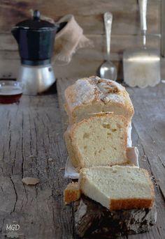 Me gusta los fines de semana preparar algo dulce como un bizcocho  o magdalenas , para desayunar y merendar van genial.  Algunas semanas ...