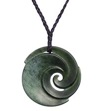 Greenstone Necklace Designs and Meanings : Mountain Jade New Zealand Jade Jewelry, Jewelry Art, Jewellery, World Of Wearable Art, Polynesian Art, Tiffany T, Carving Designs, Bone Carving, Jade Pendant