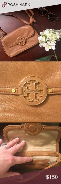 "{tory burch} amanda crossbody Tory Burch Amanda Crossbody in royal tan. Details: Leather. Gold hardware. Magnetic snap closure. Removable cross body strap with 23"" drop. 8"" W x 5"" H x 1"" D. Dust bag included. In like new condition! Only used a few times. No tears or stains! Sunglasses not included and not for sale! 😎 NO TRADES! Tory Burch Bags Crossbody Bags"