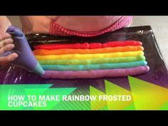 Easy how to video to create a rainbow effect with your cupcake frosting (icing). I used red velvet cupcakes with a cream cheese frosting and piped roses with. Frost Cupcakes, Tie Dye Cupcakes, Unicorn Cupcakes, Fun Cupcakes, Rainbow Cupcakes Recipe, Cupcakes Design, Rainbow Cakes, Cupcake Icing, Buttercream Frosting
