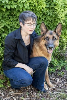 Cat loves dogs. Cat knows dogs. Cat wrote a fascinating book about dogs. Specifically, about her experience training her German Shepherd, Solo,