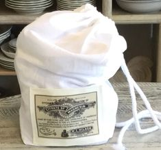 See how easy it is to make box-bottom bag with tea towel! Curiosity Shop, How To Make Box, Tea Towels, Handmade, Bag, Dish Towels, Hand Made, Bags, Flour Sack Towels