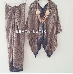 Kebaya & kain Kaftan Batik, Batik Kebaya, Blouse Batik, Batik Dress, Batik Fashion, Ethnic Fashion, Hijab Fashion, Fashion Outfits, Kebaya Hijab