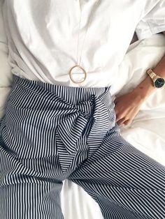 tenue classe femme tendance Pantalon rayé Mode femme élégante et tendance  Blogueuse Consultante en image Mode 64cb79919b34