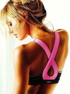 breast cancer awareness sports bra by Victoria Secret Top Bonito, Sport Food, Cute Sports Bra, Estilo Fitness, Yoga Pilates, Victoria Secret Sport, Thinspiration, Laetitia Casta, Girls Be Like