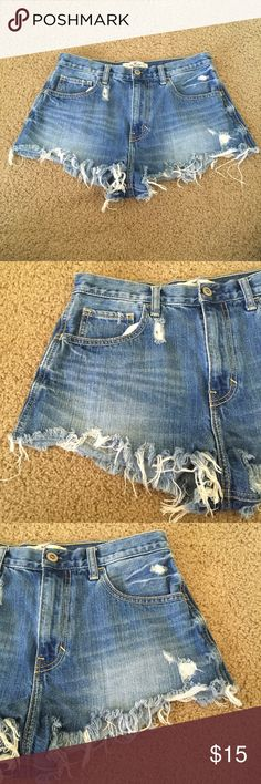 Hollister High Rise Distressed Jean Shorts A gently used medium wash pair of Hollister jean shorts in a size 7 (size 28). In a high rise style (style: 8476 and color: 881) they have a distressed design. The item number is RN#54485. With a unique twist on a classic pair of jean shorts these will make you a trendsetter.   ✨ Ask me about free shipping 💕 Always ships within 2 business days 🚫 I do not trade Hollister Shorts Jean Shorts